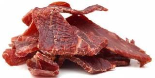 Стало известно, кому следует отказаться от вяленого мяса