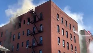 Появилось видео грандиозного пожара в Нью-Йорке