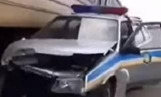 Электричка Днепр – Кривой Рог протаранила машину полиции
