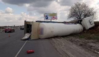 Под Киевом перевернулся автомобиль с жидким азотом