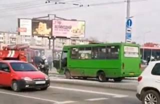 В Харькове горела маршрутка с людьми