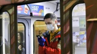 Вагоны столичного метро переполнены, несмотря на спецпропуска