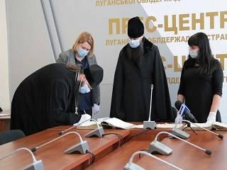 Северодонецкая епархия УПЦ передала метрические книги XIX века в Госархив Луганщины
