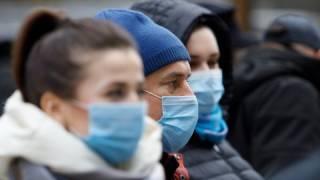 Известный врач рассказал, как долго в Украине продержится карантин