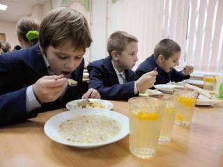Украинских школьников будут кормить по-новому
