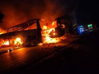 В Египте пассажиры автобуса сгорели заживо после столкновения с бензовозом