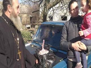 В Запорожской области верующие УПЦ передали продуктовые наборы для многодетных и семей с детьми-инвалидами