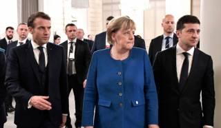 Зеленский летит в гости к Макрону. Меркель намерена сообразить с ними на троих