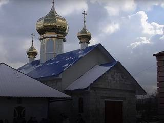 На Буковине верующие построили новый храм УПЦ вместо захваченного ПЦУ