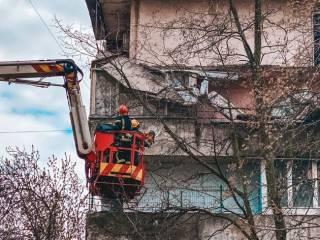 Балкон в одной из столичных многоэтажек обвалился через день после инспекции