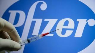 С сегодняшнего дня украинцев начинают прививать вакциной от Pfizer. Хватит не всем