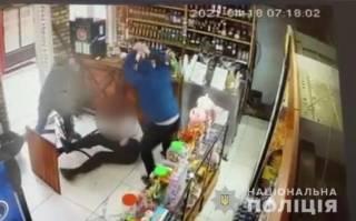 Двое парней жестоко избили и расстреляли мужчину в магазине на Харьковщине