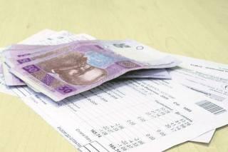 Заблокируют зарплату и пенсию: к должникам по коммуналке применят жесткие меры