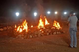 В Индии из-за большого количества трупов стали плавиться печи местных крематориев