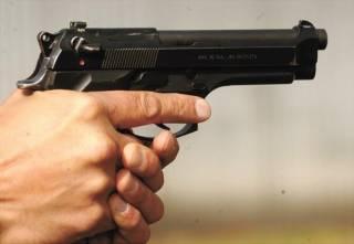 В Киеве неизвестный обстрелял дорожников