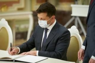 Зеленский ввел санкции против почти сотни компаний