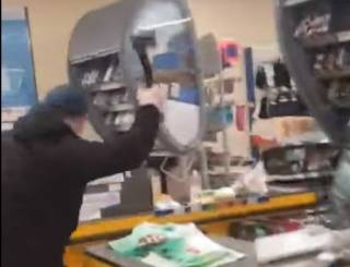 Неадекват разнес топором магазин в Мариуполе за замечание о маске