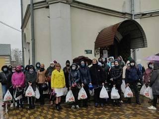 На Житомирщине УПЦ передала продуктовые наборы нуждающимся