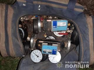 Двое киевлян оставили дюжину домов на Троещине без счетчиков воды