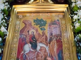 В Киево-Печерской лавре в день праздника Входа Господнего в Иерусалим состоится 8 литургий