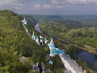 Черновицко-Буковинская епархия УПЦ отправила к Пасхе 4 тонны гуманитарной помощи в Святогорскую лавру