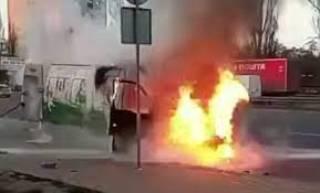В Киеве прямо на ходу загорелся микроавтобус