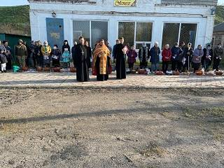В Донецкой епархии УПЦ священники поздравили с Пасхой жителей прифронтового села