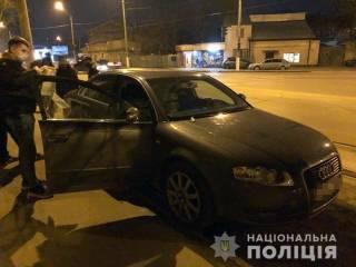 Киевлянин шел покупать квартиру, когда стал жертвой грабителей
