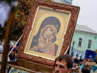 В Сумах в честь праздника Корсунской иконой Богородицы состоялся молитвенный объезд города