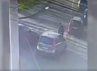 Пьяный водитель прокатил полицейского на капоте и устроил тройное ДТП в Вишневом