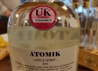 Британцы научились делать самогон из яблок, выращенных в чернобыльской зоне. Это не понравилось правоохранителям