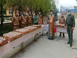 В Запорожской области священник УПЦ поздравил заключенных с праздником Пасхи