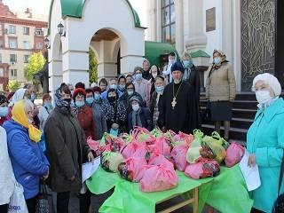 В Запорожье священники УПЦ поздравили ветеранов и детей Второй мировой войны с днем Победы