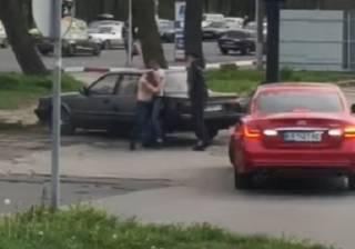 Опубликовано видео эпичной драки таксистов в Одессе