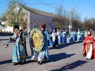 На Сумщине верующие УПЦ прошли крестным ходом с чудотворной иконой Богородицы
