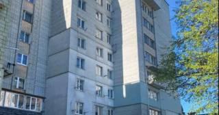 Во Львове 2-летняя девочка выпала с 8 этажа, пока ее пьяная мать спала