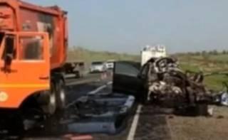 В России мусоровоз буквально размазал семью из трех человек