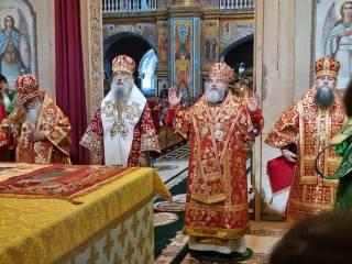 В Почаеве верующие УПЦ отметили день прославления преподобного Амфилохия