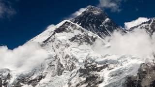 На Эвересте страшной смертью погибли альпинисты