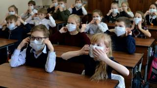В нескольких регионах Украины школьники продолжат учебу и летом