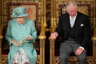 Елизавета II передаст престол сыну только после своей смерти