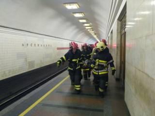 Стали известны подробности падения человека под поезд в Киевском метрополитене