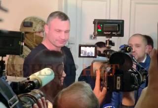 К дому Кличко пришли вооруженные люди. Он утверждает, что это к соседям