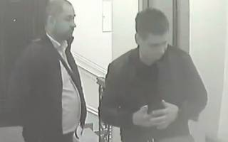 Кличко опубликовал кадры с камер наблюдения над своей квартирой