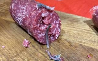 В Житомире мужчина купил колбасу с... крысиными лапами