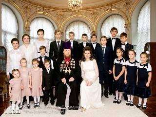 28 детей за 28 лет брака - В Одессе священник УПЦ создал православный центр для приемных детей