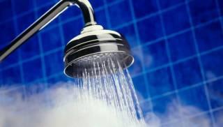 Стало известно, чем опасен горячий душ