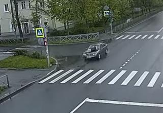 В Питере женщина несколько километров везла мужчину на капоте авто