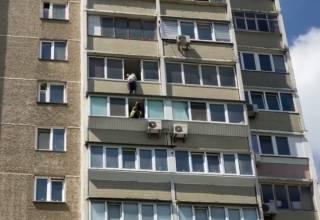 В одном из киевских спальников мужчина среди бела дня пытался сигануть с 12 этажа
