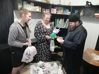 В Херсоне верующие УПЦ передали подарки для детей с особыми потребностями